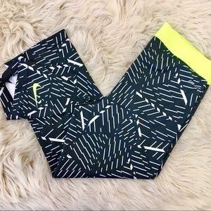 Nike Pro Dri Fit Capri Printed Leggings. M